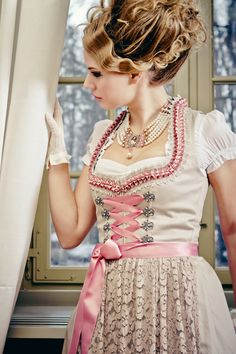 Silk & Pearls Dirndl Fashion