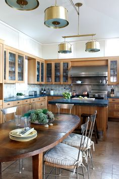 9 Ways to Get Creative with Kitchen Finishes Elegant Kitchens, Beautiful Kitchens, Apartment Kitchen, Living Room Kitchen, Average Kitchen Remodel Cost, Small Kitchen Plans, Built In Furniture, Updated Kitchen, Small Apartments