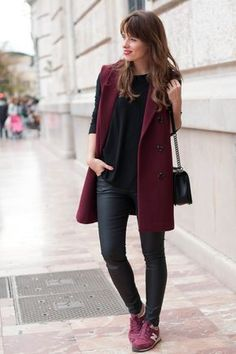 Picture of black leather leggings, a black tee, burgundy trainers and a burgundy long vest for sport chic fans Mode Outfits, Winter Outfits, Casual Outfits, Fashion Outfits, Fashion Ideas, Burgundy Sneakers, Burgundy Outfit, New Balance Outfit, Look Office