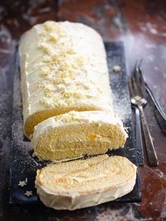 Opgerolde mascarpone-advocaatkoek met mandarijn http://njam.tv/recepten/opgerolde-mascarpone-advocaatkoek-met-mandarijn
