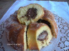 Il ciambellone con nutella è un dolce da colazione ottimo anche per merenda, la mia versione con il cuore morbido lo rende molto goloso e invitante.