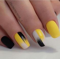 Semi-permanent varnish, false nails, patches: which manicure to choose? - My Nails Stylish Nails, Trendy Nails, Cute Nails, My Nails, Heart Nails, Nail Polish, Gel Nail Art, Acrylic Nails, Yellow Nails Design