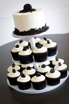 One of the 3 cup cakes that will be at my wedding. This one is the Tuxedo cupcake. Oreo Cookie Cake, Oreo Cupcakes, Cupcake Cakes, Cup Cakes, Tuxedo Cupcakes, Tuxedo Cake, Black And White Cupcakes, Black White Cakes, Oreo Wedding Cake