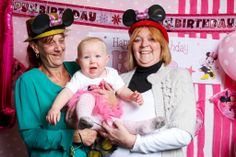Children's birthday party. Minnie Mouse party photo booth. love that idea
