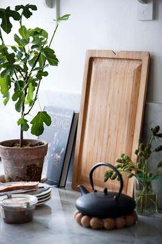 Duża bambusowa deska z rowkowaniem Grand Cru Rosendahl Shelf Furniture, Grand Cru, Mixing Bowls, Kitchen Collection, Bamboo Cutting Board, Chopping Boards, Cooking Tools, Beautiful Kitchens, Open Concept