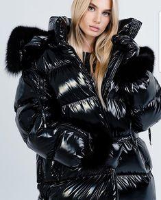 Fur Fashion, Trendy Fashion, Winter Fashion, Fashion Outfits, Womens Fashion, Nylons, Cold Weather Outfits, Puffy Jacket, Down Coat
