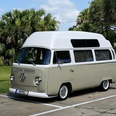 As opposed to idea, Small Cooper rooftop tents perform exist. By way of receiving your Miniature Cooper camping tent via TentBox, you will get a tent of which is located atop an individual's Micro Barrel maker perfectly. Vw T2 Camper, Vw Bus T2, Kombi Motorhome, Volkswagen Bus, Rv Campers, Camper Trailers, Tent Camping, Camping Hacks, Camping Stuff