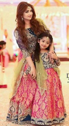 Matching dresses for mother and daughter, Party dresses for mother and daughter Pakistani Outfits, Indian Outfits, Pakistani Mehndi, Moda India, Bridal Dresses, Girls Dresses, Dress Wedding, Party Dresses, Mother Daughter Fashion