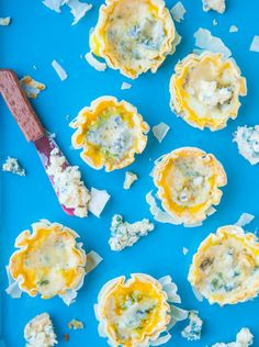 I love blue cheese, and this looks absolutely amazing! {Mini Blue Cheese Quiche Phyllo Cups::To Try} 100 Calories, Phyllo Cups, Phyllo Dough, Taco Casserole, Mini Pot Pies, Cheese Quiche, Quiche Cups, Brunch, Breakfast
