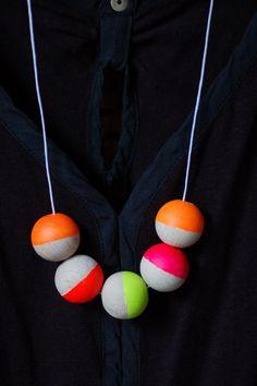 Geometric Neon Wooden Bead Necklace neon yellow von InventorGato