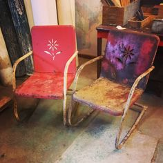 Mid-century vintage metal lawn chair. See history at www.midcenturymetalchairs.com