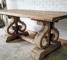 What an unusual trestle table base!