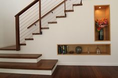idée pour trou sous l'escalier côté salon (en plus petit bien sur)