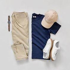Creating the Men Minimalist Fashion Wardrobe Trend Fashion, Men Fashion Show, Fashion Outfits, Fashion Stylist, Fashion Tips, Stylish Men, Men Casual, Style Anglais, Outfit Grid