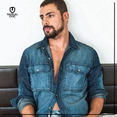 A camisa jeans está sempre na moda e pode ser usada em várias ocasiões, seja no inverno ou verão.  É uma peça curinga que não pode faltar no seu guarda roupa, você já tem a sua?  #SemanaEllus #Ellus #Verao2015 #RadicalChic #ModaMasculina
