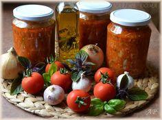 4 kg rajčat 1 mladou malou cuketu 150 ml olivového oleje ½ kg cibule 5 velkých stroužků česneku 2 lžíce sušeného oregana 1 lžíci sušené bazalky hrst čerstvé nasekané bazalky 30-50 g cukru (podle kyselosti rajčat) 5 lžiček soli čerstvě mletý pepř kdo má rád ostřejší, může přidat feferonku na oleji zesklovatíme najemno nakrájenou cibuli... Celý příspěvek →