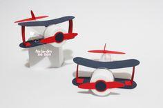Tubete Avião: Ideal para lembrancinha, enfeite ou decoração de festa! Porta tubete em formato de avião. Feito em papel scrap 180gr  *Cores, estampas ou tema poderá ser alterado.