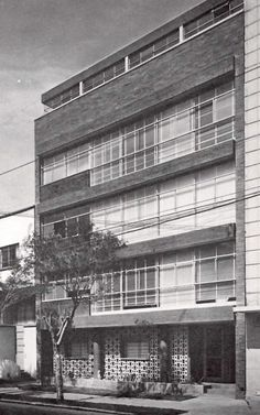 Edificio de apartamentos, Hamburgo 5, Juárez, México DF 1952    Arqs. Mario Pani y Enrique del Moral    Foto: Guillermo Zamora