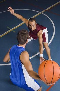 Movimientos en contra de jugadores de baloncesto altos | eHow en Español