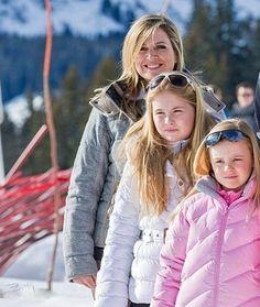 Koningin Maxima met 2 van haar dochters de prinsessen Amalia en Ariane (NL)