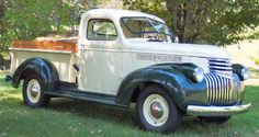 1946 Chevrolet Pickup Truck I like the wood rails on the bed - Cars World 1946 Chevy Truck, Classic Chevy Trucks, Chevrolet Trucks, Pickup Trucks For Sale, Gm Trucks, Cool Trucks, Old Chevy Pickups, Chevy Hot Rod, Vintage Trucks