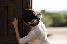 Enamorada de Carlota y la exquisita elegancia de su mamá para inmortalizar momentos. Muchísimas gracias Amelia @lolayelcaracolverde  Precioso vestido de @_labube_  #sisterstocados #tocadosniñas #coronasdeflores #comuniones #diademasdeflores #tocadosniñas #tocadoscomunion #flowercrowns #firstcommunion #headpiece #hairaccessories #tocados #muysisters