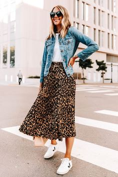 Spring Outfit Women, Spring Outfits, Winter Weekend Outfit, Summer Skirt Outfits, Casual Weekend Outfit, Black Dress Outfits, Winter Wear, Jupe Midi Leopard, Hipster Fashion Style