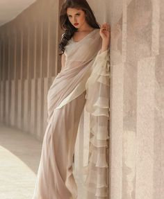 Do you need the best quality Modern Indian Sari kind of like Classic Saree plus Bollywood sari then you'll like this Click VISIT link for more details indianfashion Indian Wedding Outfits, Indian Outfits, Party Wear Indian Dresses, Look Fashion, Indian Fashion, Collection Eid, Formal Casual, Modern Saree, Saree Trends