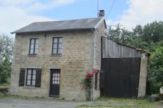 Cottage for sale in Bourganeuf, France : Small detached two bedroom cottage in need of entire renovation
