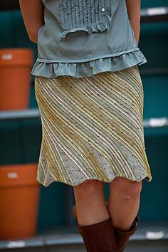 Swirl skirt. Not sure I'd ever wear a knit skirt, but it's pretty!