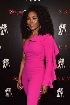 Actor Angela Bassett attends the 2018 Will Rogers ? Dinner Honoring Tom Cruise at Caesars Palace during CinemaCon, the official convention of the National Association of Theatre Owners, on April 2018 in Las Vegas, Nevada. Black Girls Rock, Black Girl Magic, My Black Is Beautiful, Beautiful People, Angela Bassett, Black Actresses, Celebs, Celebrities, Style Inspiration