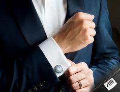Las mancuernillas son uno de los accesorios de más elegancia y distinción cuando se usa traje. ¿Te laten?