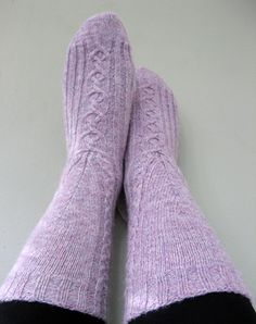 Free Knitting Pattern - Adult Slippers & Socks: Salto Socks