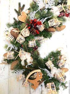 Купить или заказать Кантри гирлянда в интернет-магазине на Ярмарке Мастеров. Новогодняя гирлянда изготовлена из качественной искусственной хвои и украшена новогодним декором. Гирлянда изготавливается на заказ любого размера.
