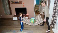 MAMO WIESZ ...?: Zabawa z kocem i piłką