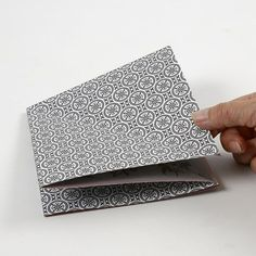 Rektangulær papirdiamant i designpapir fra Vivi Gade Vellum Paper, Diy Paper, Paper Art, Paper Diamond, Origami Design, Design Seeds, One Design, Craft Items, Wooden Beads