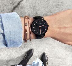 Black and rose gold the horse watch Trendy Watches, Elegant Watches, Beautiful Watches, Cool Watches, Watches For Men, Horse Watch, Brown Leather Watch, Swiss Army Watches, Seiko Watches