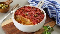 Tomat og basilikum er gode smaker som passer godt til torsk. Denne oppskriften har få ingredienser så den er lett å lage. Den kan fort bli en hverdagsfavoritt.