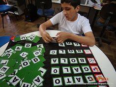 AMIGA DA EDUCAÇÃO.: Jogos com cartela do alfabeto e quadro de pregas. Jogos para alfabetizar.