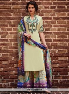 Enticing cream casual straight cut suit online which is crafted from cotton satin fabric with exclusive thread work. This stunning straight cut suit comes with cotton satin bottom and chiffon dupatta. Latest Salwar Kameez, Salwar Kameez Online, Pakistani Salwar Kameez, Shalwar Kameez, Palazzo Suit, Indian Look, Off White Color, Designer Wear, Designer Dresses