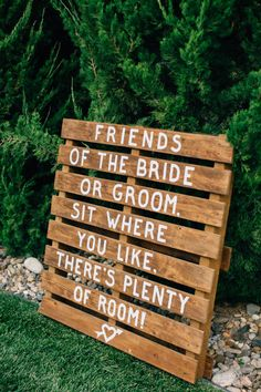 Palette sign: http://www.stylemepretty.com/little-black-book-blog/2015/03/11/rustic-wedding-at-the-grace-maralyn-estate-and-gardens/ | Photography: Jen Rodriguez - http://www.jen-rodriguez.com/