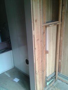 badkamer - tijdens het strippen - vanuit strijkkamer