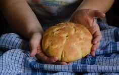 Σπιτικό παραδοσιακό ψωμί   magiacook Greek Bread, Recipes, Food, Breads, Pasta, Wellness, Relationship, Places, Bread Rolls