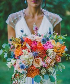 Another remarkable bouquet by the one and only @thebloomoftime! Major crush on the warm palette with hints of blue and exquisite amount of texture that will certainly be a great choice for spring weddings. Whos in love as much as we are? Leave your answer below! Photography by @bevansphoto