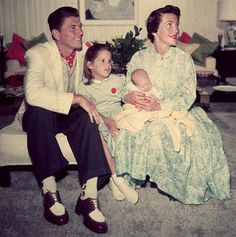 Former U.S. President Ronald Reagan with his daughter Patti Davis and wife Nancy