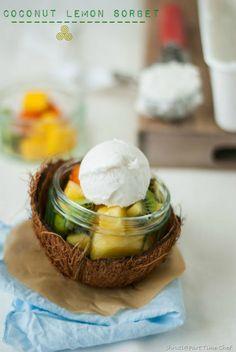 Coconut Lemon Sorbet with tropical fruit salad Healthy Desserts, Just Desserts, Delicious Desserts, Healthy Foods, Healthy Life, Coconut Sorbet, Lemon Sorbet, Tropical Fruit Salad, Tropical Party