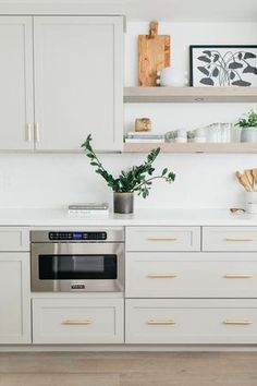 Diy Kitchen Cabinets, Kitchen Cabinet Colors, White Cabinet Kitchen, Kitchen With Gold Hardware, Ikea Kitchen Remodel, Shaker Style Kitchen Cabinets, Small Kitchen Renovations, Timeless Kitchen Cabinets, Kitchen Cabinet Hardware