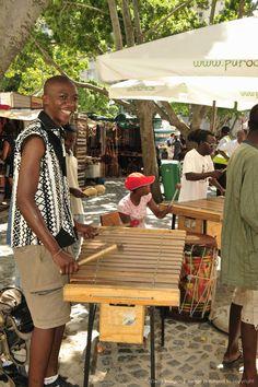 Street musician, Cape Town, South Africa. BelAfrique - Your Personal Travel Planner - www.belafrique.com