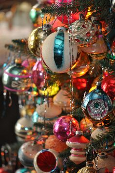 Vintage Christmas Ornaments - I love this photo.