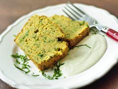 "Falafel-""Kuchen"" mit Joghurt-Tahina-Sauce"